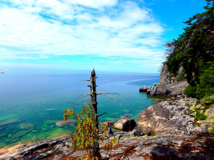 The first view of Lake Superior on the Coastal Trail, south of the Agawa Rock pictographs. To the right, the backview of the pictographs.